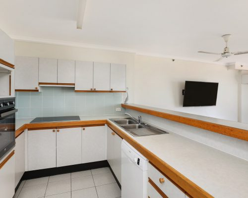 apartment-5-3-bed-standard-centre-front-3